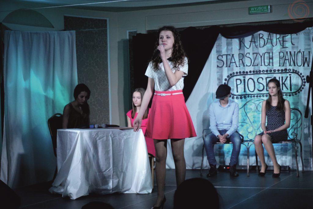 wokalistka na scenie