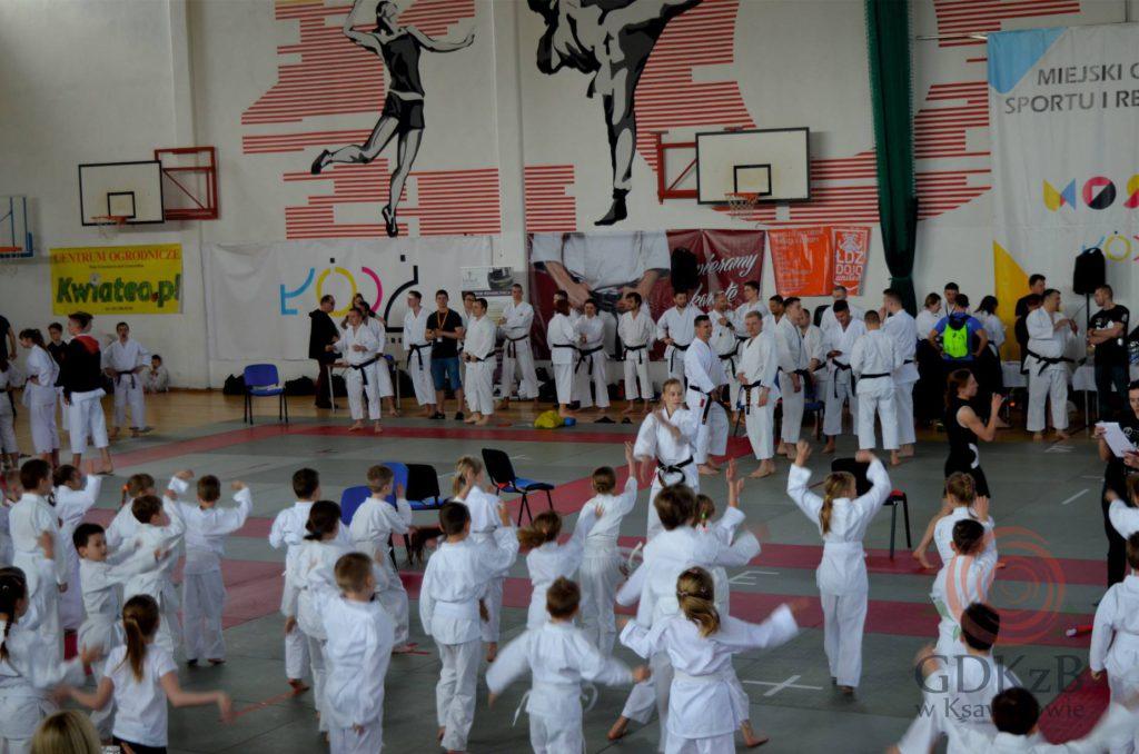 Uczestnicy zawodów karate