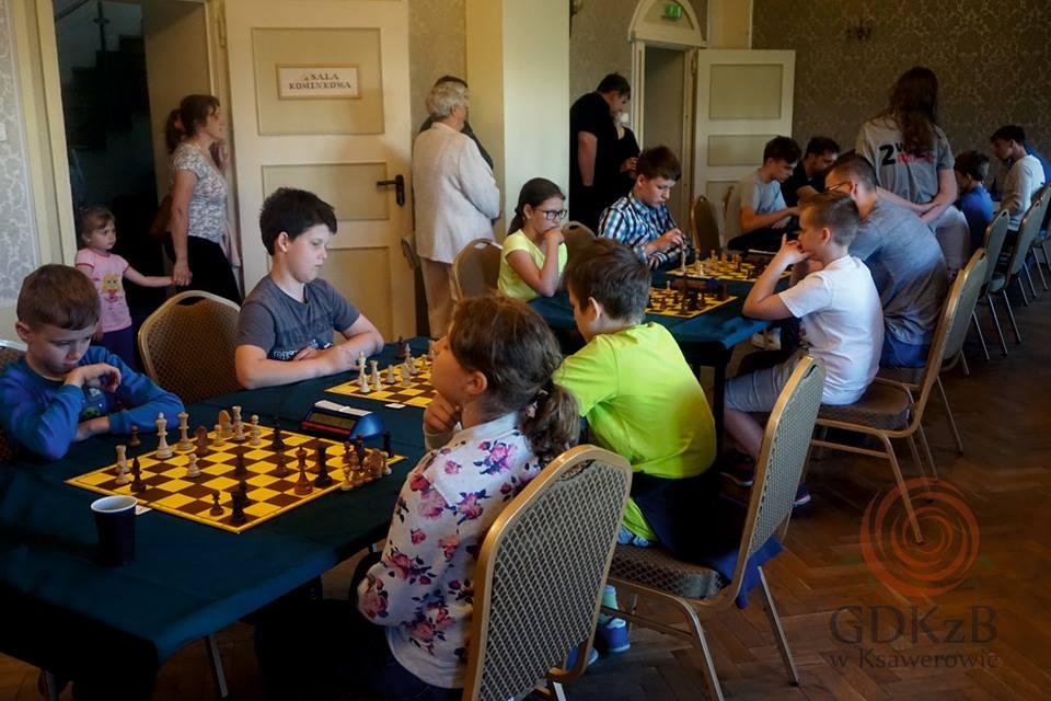 Uczestnicy przy szachownicach