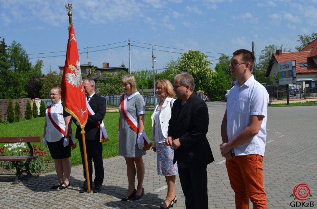Delegacja przed pomnikiem