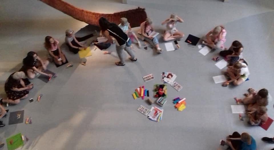 dzieci w muzeum poznańskich