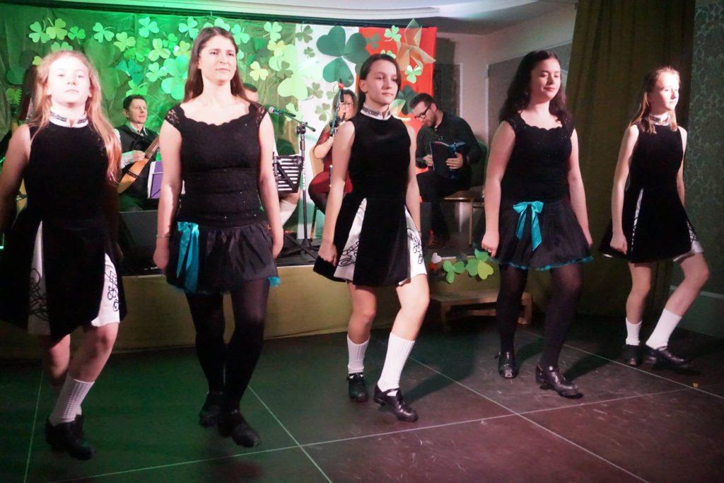 Tancerki tańca irlandzkiego