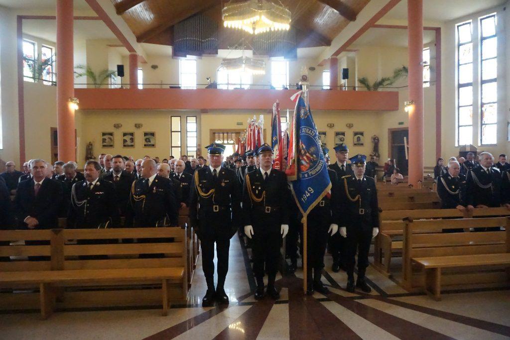 strażacy w Kościele