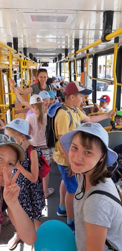 Dzieci w tramwaju