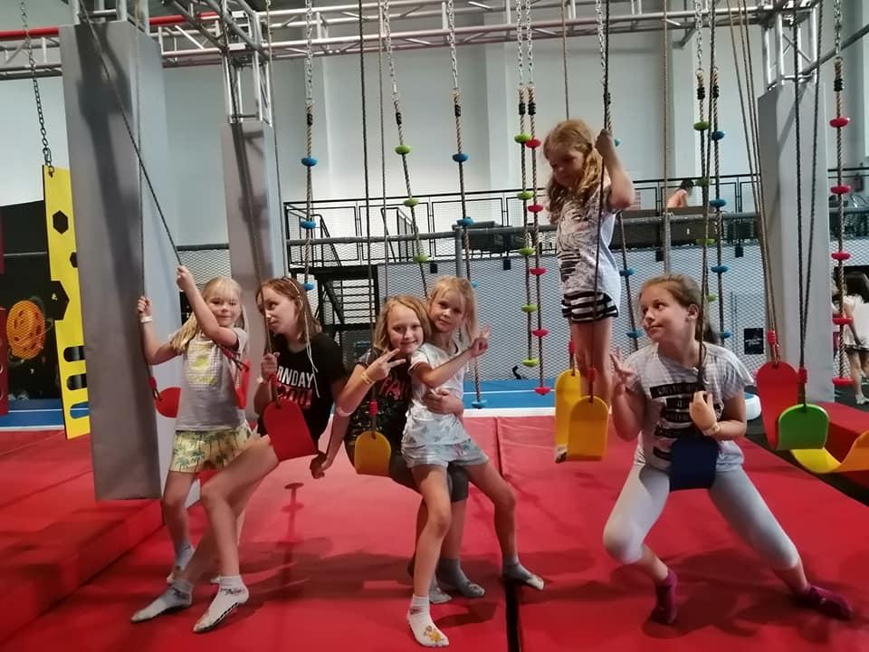 Dzieci w Jump PLanet