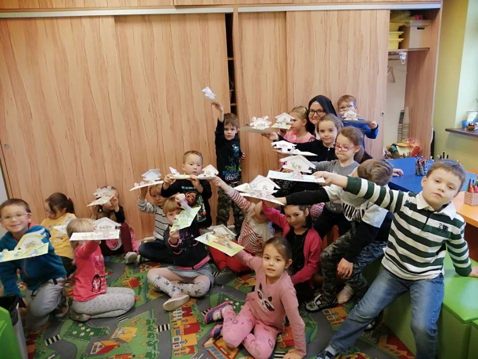Dzieci z przedszkola Sióstr Karmelitanek z Ksawerowa