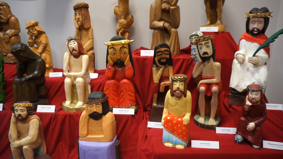 Rzeźby Chrystusa, prace z drewna