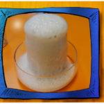szklane naczynie, słoik, wylatująca ze słoika piana. Eksperyment wulkan
