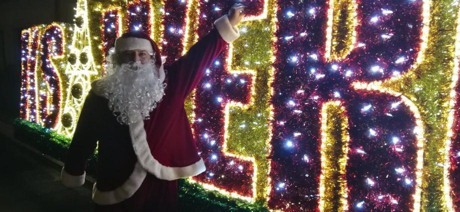 Mikołaj przy napisie Ksawerów