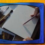 rysunkowy telewizor, blok rysunkowy, szkicująca ręka