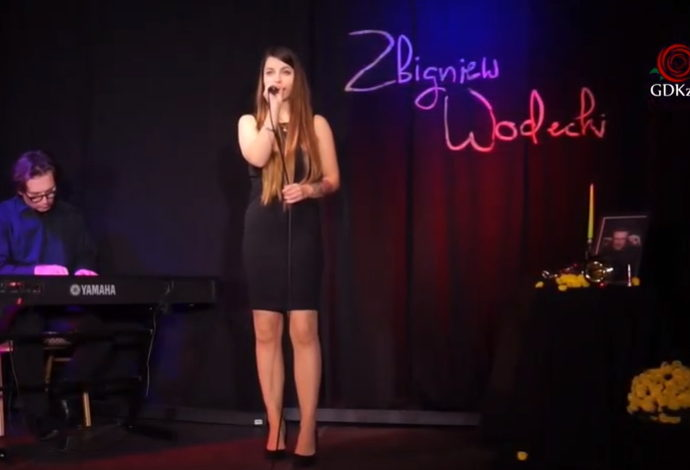 Kobieta na scenie