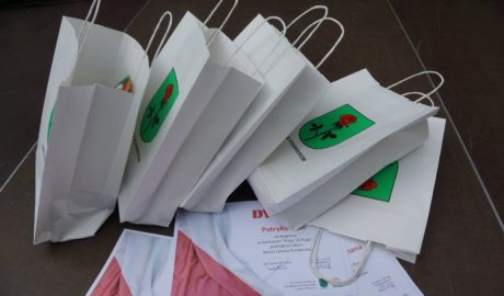 Papierowe torby z logo gminy Ksawerów