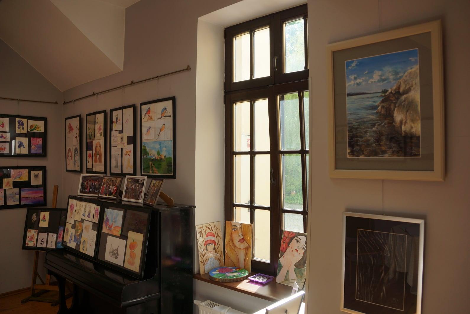 galeria z obrazami sekcji malarskiej gdkzb